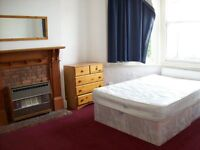 Turnpike Lane, N17 6AS-Fantastic 5 Double Bed House-2 Bathroons-Great Value!