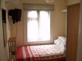tiny cozy room in nice friendly flat