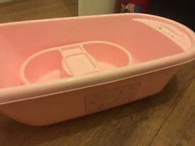 Pink baby bath only been used once good condition