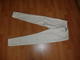 American Eagle Outfitter - super stretch white jeans UK 4 short