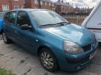 Renault Clio 2004 below average miles. Rcl ew cd/radio spare key