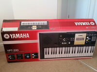 Yamaha YPT-220 Keyboard / Piano