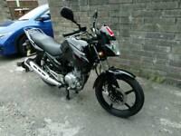 Yamaha YBR 125 motorbike