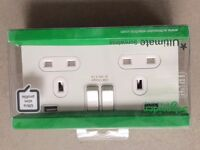 Double switched socket with 2x USB (Schneider)