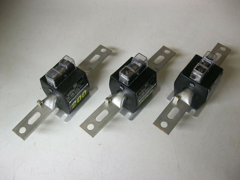 Lot of 3 NEW ABB CBT-H Current Transformers 200:5 amp ratio 60 HZ CT