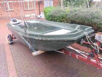 London M25 Fishing / Pleasure Boat - Jeanneau 4 meter long