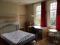 Studio flat in Regent Park Terrace, Leeds, LS6 (#1118883)