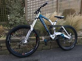 Kona stab deluxe Downhill bike, HIGH SPEC, BOXXER, DEORE