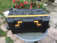 Portable workbench, tool box, with working vices
