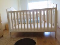 Mamas and Papas Cotbed in Ivory