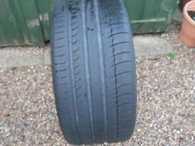 TYRE GOOD CONDITION 285/35 zr19 FREE