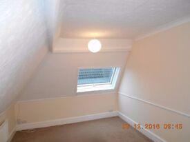 Lovely modern 2 Double Bedroom Flat to Rent in Quiet Block. Parking. Garden. GCH.