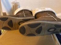 Ladies Ugg boots size 6