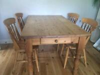 Charming farmhouse solid pine dining table with 2 drawers and 4 chairs