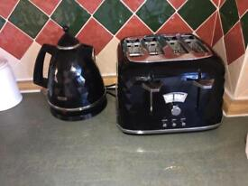 Black DeLonghi toaster and kettle