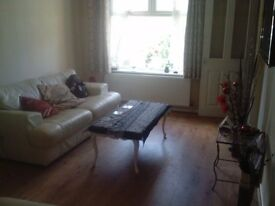 Double room in family house cottingham rd hull