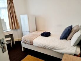 Spacious Double Room In Edgware HA89LB Close to Station All Bills Included