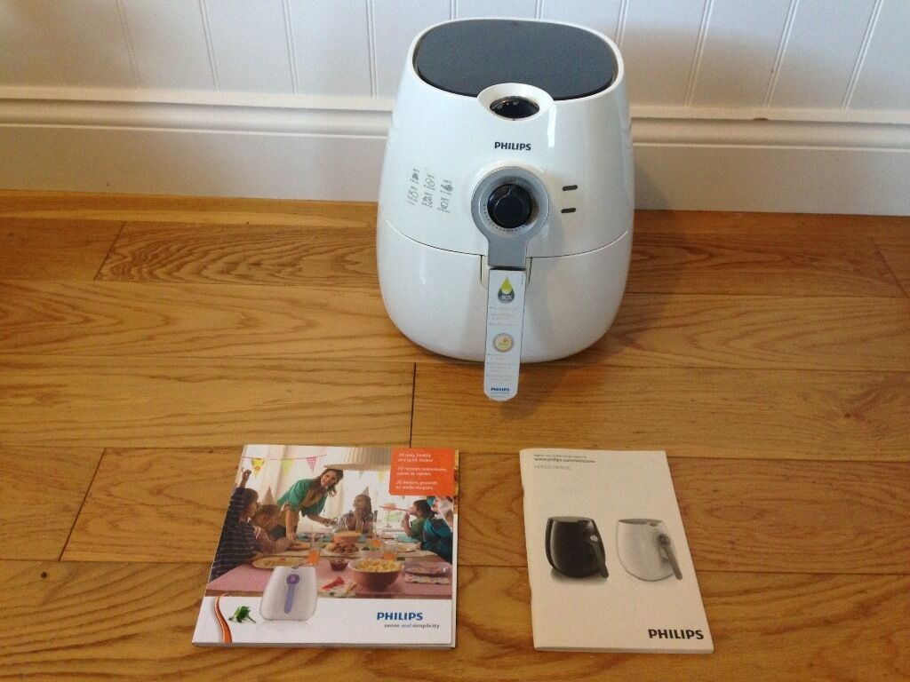 Philips Air Fryer HD9220/5 (Whitein Oxford, OxfordshireGumtree - Philips Air Fryer HD9220/5 (White) Using patented Rapid Air technology, the Philips HD9220 Airfryer enables you to fry, bake, roast and grill tasty snacks and meals. By using little to no oil, the Phillips Air Fryer allows you to control your day to...