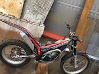 Gasgas txt 300 pro 2004 with riding gear