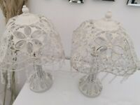2x white table lamps in nice condition