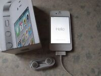 Apple iPhone 4S 8GB - white , fantastic condition, works on Three, 6 cases included