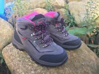Hi-Tec hiking boota almost new UK Size 4