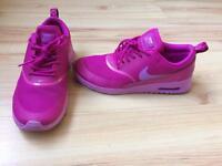 Nike air max thea size 4