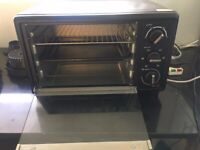 Geeprs Mini Oven: As new with original receipt used for a month