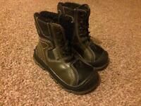 Snow boots size 4.5 / 19 eu