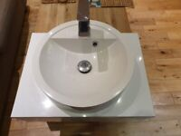 600mm gloss white vanity unit with basin and tap