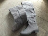 Suede boots grey size 40