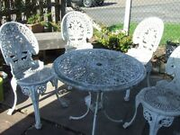 """ LIGHTWEIGHT CAST CIRCULAR TABLE & 4 CHAIRS FOR SALE"""