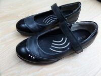 ECCO Girls Genuine Black Leather School Shoes - velcro strap - Size 1 junior (age 7+ years)