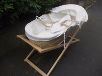 Moses basket crib with hood
