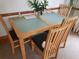 Dining tabld and chairs