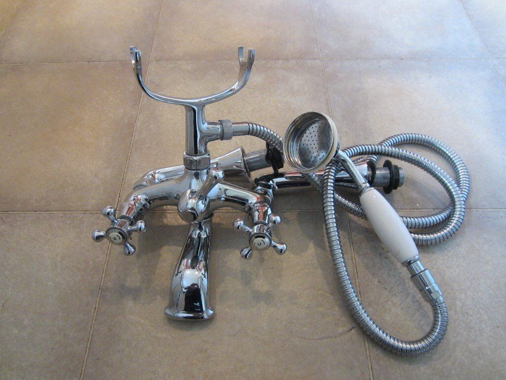 Good Condition Bath Mixer Taps With Shower Attachment In