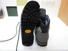 Ladies walking boots - UK size 5 1/2