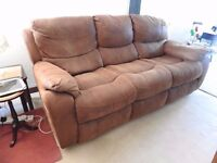 Recliner Sofa 3 seater and electric recliner chair and manual recliner chair suite - Mint Condition