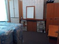 Double room space available in a family house for couple or bachelors in eastham