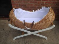 Moses basket with folding stand
