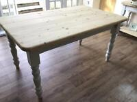 STUNNING FARMHOUSE PINE TABLE PLUS 4 CHAIRS
