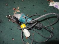 Makita Model 9554NB Angle Grinder 110 volt 4.5 inch with blade very good working condition