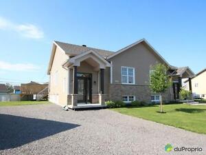 210 000$ - Jumelé à vendre à Chicoutimi Saguenay Saguenay-Lac-Saint-Jean image 1
