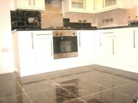 AMAZING BRIGHT SPACIOUS 3 DOUBLE BEDROOM FLAT NEAR ZONE 3/2 NIGHT TUBE, 24 HR BUSES & SHOPS