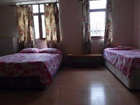 TRIPLE ROOM AVAILABLE NOW!! ALL BILLS INCLUDED!! CLOSE TO CANARY WHARF!! ONLY £90 EACH!!!