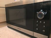Hotpoint Microwave oven with grill