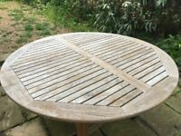 Garden Table a 6 Chairs with Covers
