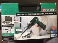NEW CHIPPING HAMMER DRILL,UN USED, BOX OPEN, WITH 6 X CHESELS