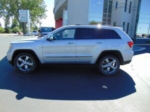 2011 Jeep Grand Cherokee Limited (Leather - Panoramic Sunroof)
