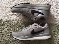 NIKE AIR TRAINERS UK 7 used in good condition